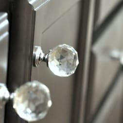 [:es]Pomos tiradores cristal tallado[:en]Carving crystal cabinet knobs[:fr]Poignées meuble verre sculpté[:]