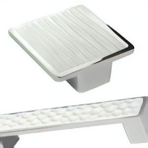 [:es]Pomos tiradores metal textura resina[:en]Metal cabinet knobs with textured resin[:fr]Poignées meuble metal avec texture résine[:]